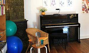 Therapiezimmer mit Klavier